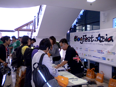 Registration and goodies bag giveaways